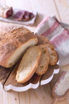 Il #pane #pugliese è una tipica pagnotta che si prepara in #Puglia, croccante fuori e morbido dentro. Perfetto da gustare con salumi e formaggi, o per una gustosa scarpetta! #Giallozafferano #recipe #ricetta #bread #italy #italianfood