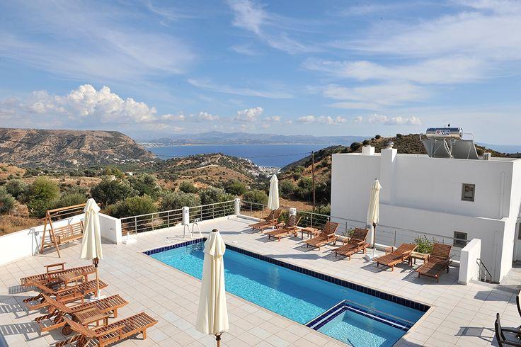 Description: Heerlijk rustig gelegen accommodatie voor een luxe vakantie aan de zuidkust van Kreta. Kleinschalige appartementen en villa's met zeezicht zwembad en het ontbijt is inbegrepen. Puur natuur in de heuvels van Agia Galini Wanneer je na een prachtige rit van het vliegveld in de groene heuvels rondom Agia Gallini aankomt klim je hoger en hoger verder en verder van de bewoonde wereld. Daar is de lucht puur en is vrije natuur om je heen. Stop gerust af en toe om van het onweerstaanbare…