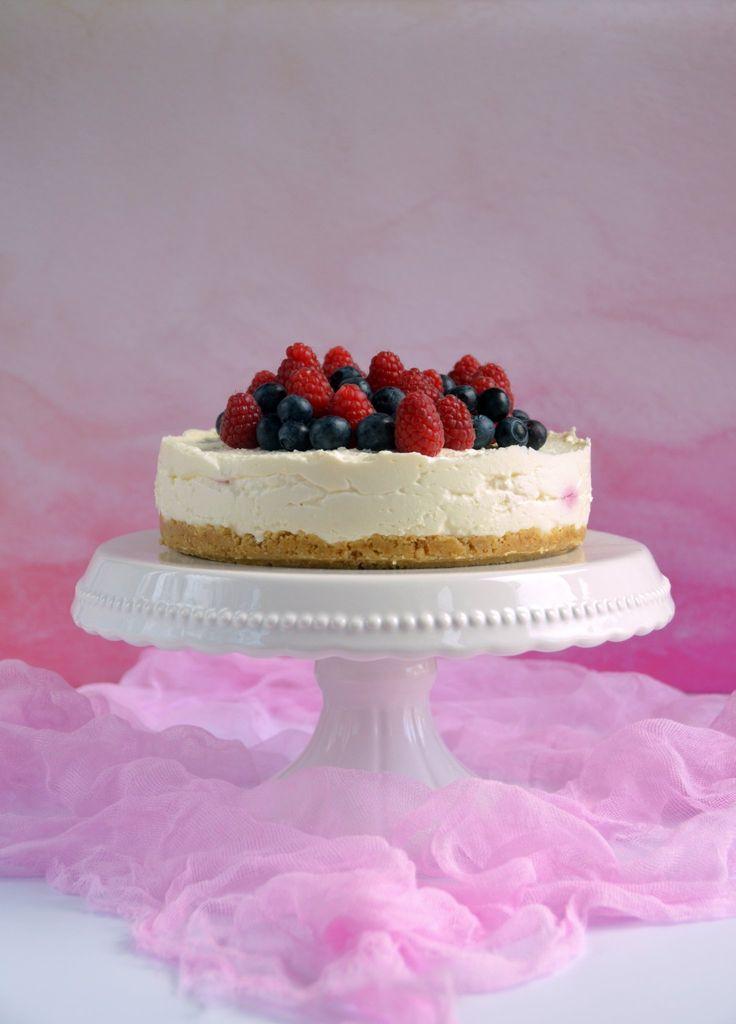Málnás-áfonyás túrótorta recept sütés nélkül  Raspberry-blueberry cottage cheesecake