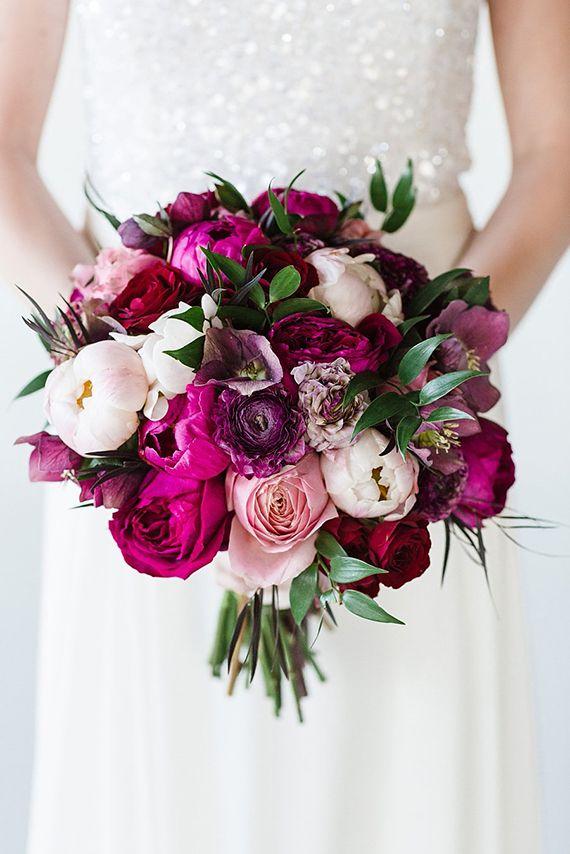 Magenta und Fuchsia-farbene Blumen im Brautstrauß <3 #tollwasblumenmachen #wedding