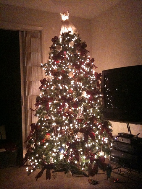 How To String Lights On A Real Christmas Tree : 25+ unique Cheap artificial christmas trees ideas on Pinterest Cheap real christmas trees ...