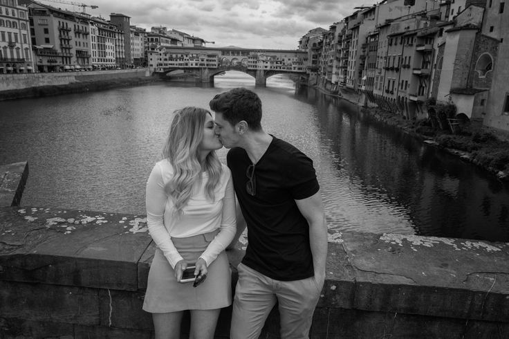 Kissing couple Florence, 2016  Black and White Street Photography, Italy