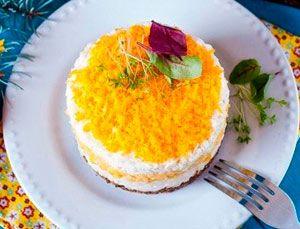Рецепт №1: Рисовый салат с кукурузой и печенью