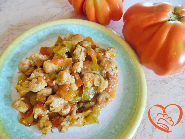 Spezzatino salsiccia di tacchino e pollo con peperoni http://www.cuocaperpassione.it/ricetta/e5211f4c-9f72-6375-b10c-ff0000780917/Spezzatino_salsiccia_di_tacchino_e_pollo_con_peperoni