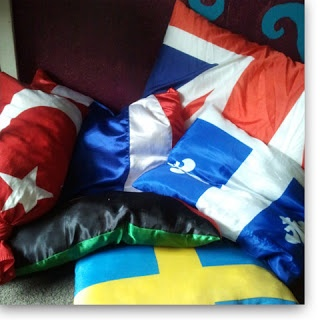 Using flags to sew pillow covers: cheap and creative!