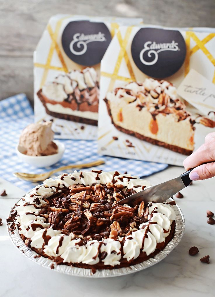 Edwards Pies in homemade chocolae ice cream by Flirting with Flavor! #ad #collectivebias #samegreattastenewlook