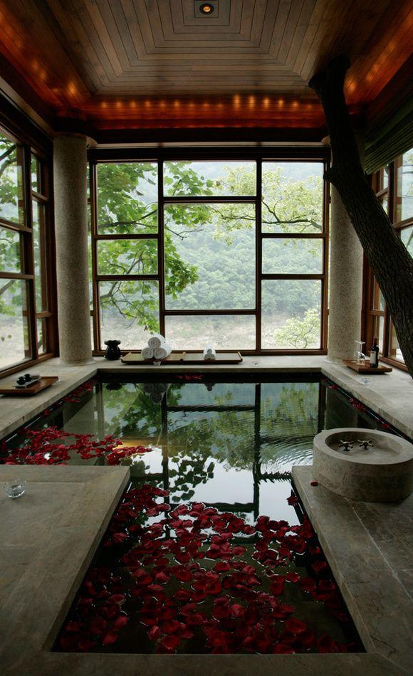 Upper story bathing pool