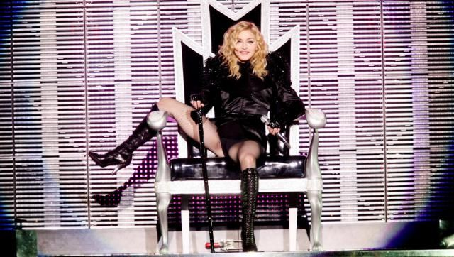 Madonna est souvent considérée comme une personnalité membre des illuminatis. Cette société secrète qui dirigerait le monde. Une idée qui ne déplait pas forcément à la chanteuse. Celle-ci donne cependant une toute autre version des faits et de ce que sont les illuminatis, selon elle. Une interview un peu surréaliste accordée au magazine Rolling Stone.