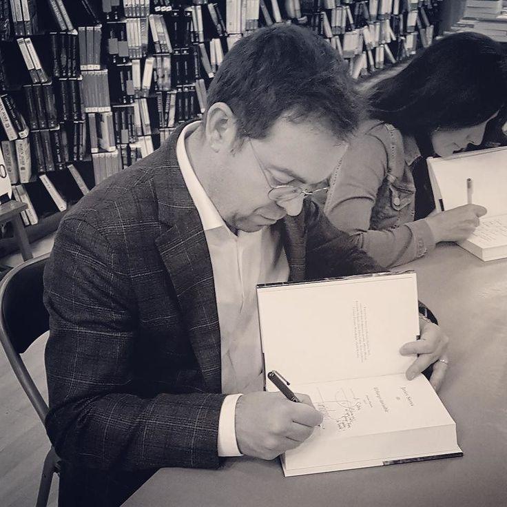 HOY en MADRID primera firma (y única en estas fiestas) de 2018 de #ElFuegoInvisible. Estaré en @fnac_libros de #Callao a las 19 horas para dedicarte ejemplares de mi obra. Te espero.