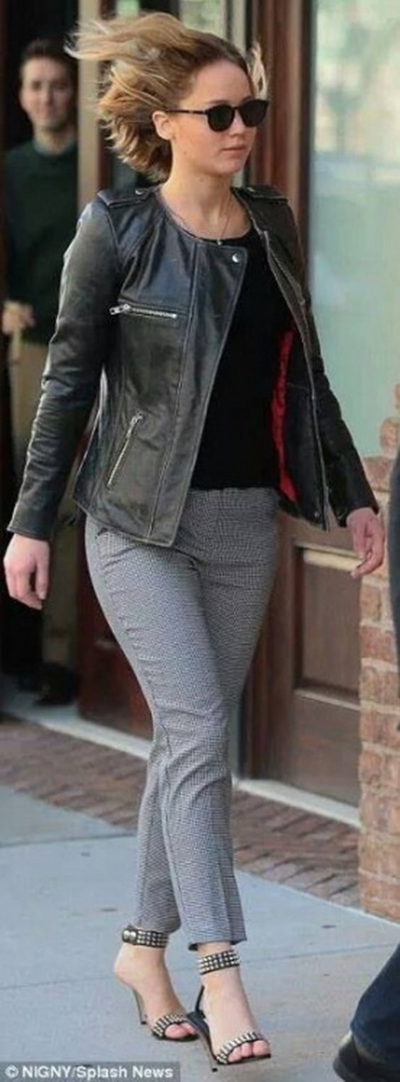Pretty Jennifer Lawrence Street Styles (138 Photos) https://www.fashionvevo.com/jennifer-lawrence/