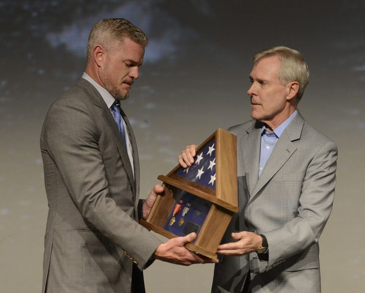 "https://flic.kr/p/usLvqK | Ray Mabus presents actor Eric Dane a shadow box representing his father's naval service. | WASHINGTON (June 12, 2015) Secretary of the Navy (SECNAV) Ray Mabus presents actor Eric Dane a shadow box representing his father's naval service during the premier of the second season of the TNT television series ""The Last Ship"" during a screening at the Newseum in Washington, D.C. Dane plays one of the main characters in the series. (U.S. Navy photo by Mass Commu..."