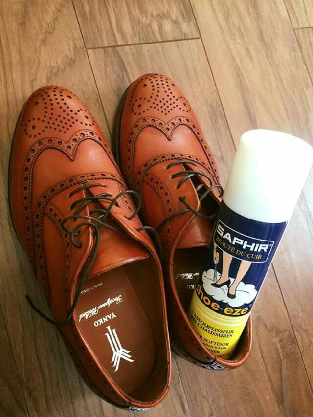 Nowe buty, które nie są optymalnie dopasowane do Twoich stóp? Ucisk można zniwelować za pomocą SAPHIR SHOE-EZE #saphir #shoecare #leathercare #shoeeze #shoestretch #shoestagram #shoeporn #yanko #yankoshoes #yankostyle #yankolover #yankolovers @patinepl #multirenowacja #multirenowacjapl #fashion #instafashion #shoesoftheday #shoes
