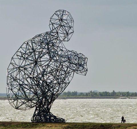Anthony Gormley Crouching Man, Lelystad, NL