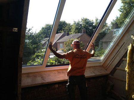 LiDEKO dakramen schuiven open als een schuifdeur over uw dakvlak, met opening breedtes tot wel 3 meter. Hiermee haalt u buiten naar binnen. Geniet van een licht gevulde, perfect getemperde kamer. Maar ook van de oplossingen in XXL-formaat en gemakkelijk in gebruik. LiDEKO levert diverse type schuif dakramen, waaronder de Classic en de Premium. De Classic is een schuifdakraam met 1 schuifraam, elektrisch en handbediend. De Premium heeft 2 schuiframen met zijverlening tot 6 m². LiDEKO schuif…