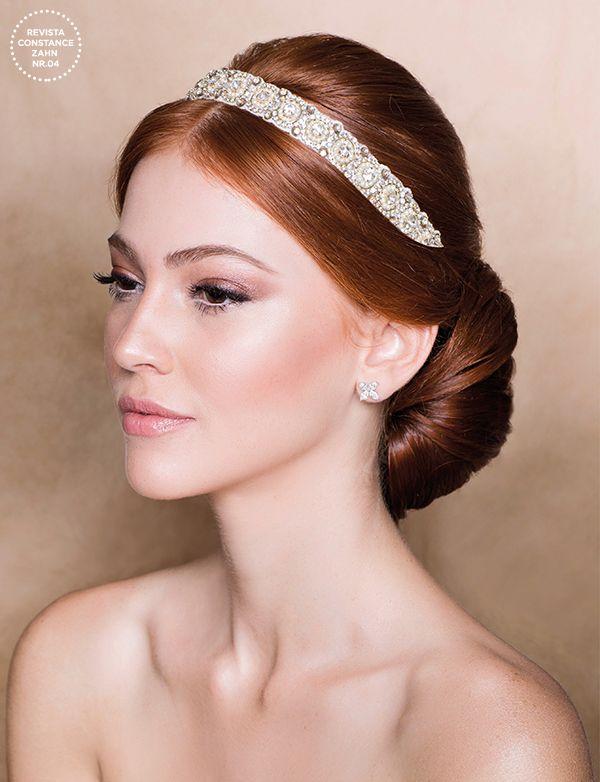 Penteado de noiva com headband de cristais - Coque baixo ( Foto: Larissa Felsen   Headband: Anthropologie )