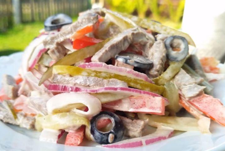 Обязательно приготовьте такой очень вкусный оригинальный салат «Манчестер»: и он вам точно понравится. Я для салата использовала говядину, но подойдет также и любое другое мясо: свинина, курица, индейка,...