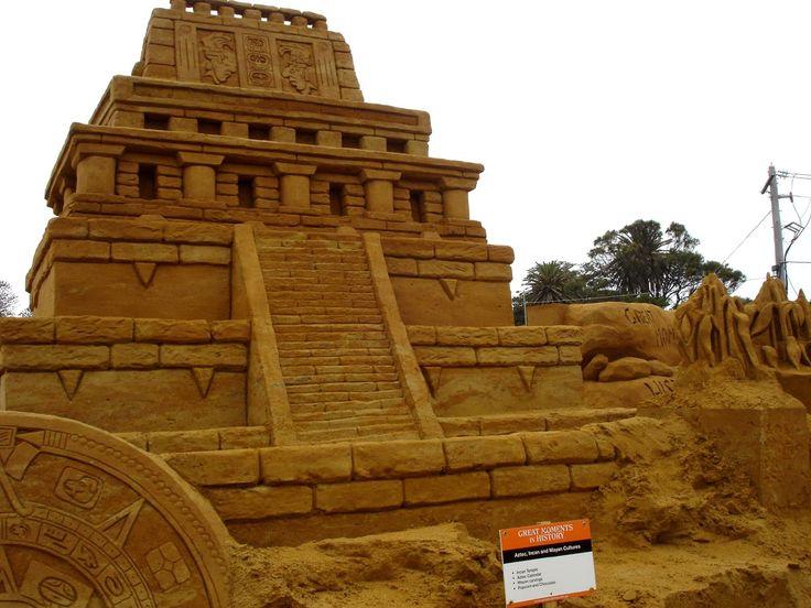 Невероятные скульптуры из песка / Скульптуры из песка, как вид искусства, стали популярны в последнее время. И это не случайно, так как напрямую связано со свойствами материала, из которого они сделаны. Сухой песок не будет сохранять форму, ...