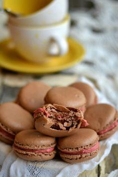Macarons de Chocolate com Creme de Framboesa