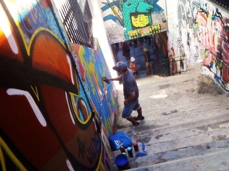 Grafiti artist working, Grafiti in valparaiso , streetart, painting, art