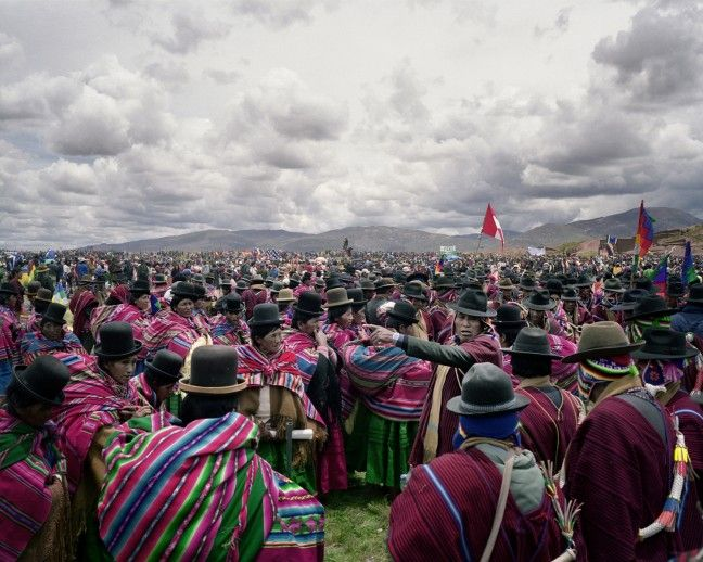 Bolivianas Tiwanaku, Bolivia Some 36 indigenous groups gather at the sacred ruins of the ancient city state Tiwanaku, beside Lake Titicaca, for a traditional ceremony on President Morales' inauguration day. Photograph by Pietro Paolini