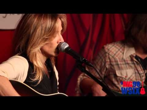 Sheryl Crow - Easy - Acoustic Live @ Direct Auto Insurance Garage