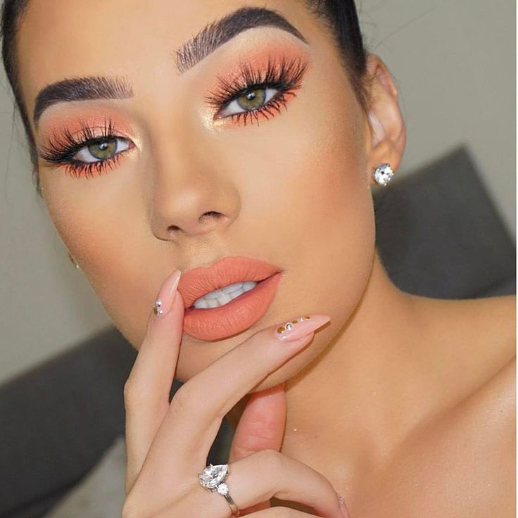 "287.1k Likes, 1,014 Comments - Kylie Cosmetics (@kyliecosmetics) on Instagram: ""Royal Peach Eyes & Dirty Peach Lips """