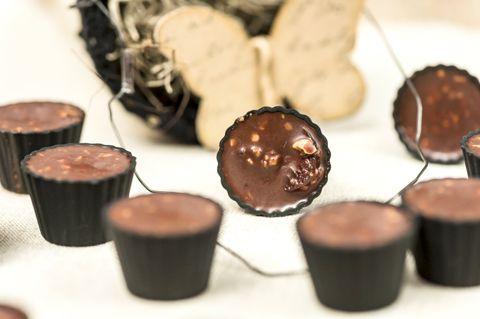 Kirsikkaiset pähkinä-suklaamakeiset