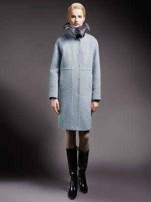 Трендовое зимнее пальто прямого силуэта, выполненное из мягкой ворсовой ткани изысканного светло-голубого оттенка.   Модель имеет карманы прорезные листочки и  потайную застежку на пришивные кнопки.  Воротник-стойка, отделанная мехом искусственного енота, застегивается на элегантную пряжку из эко-кожи. Модель произведена с мембраной Raft Pro и утеплителем  Thermore. Незаменимая вещь для энергичных и успешных женщин, разбирающихся в модных тенденциях., арт. 1015422p60250, состав: Основная…