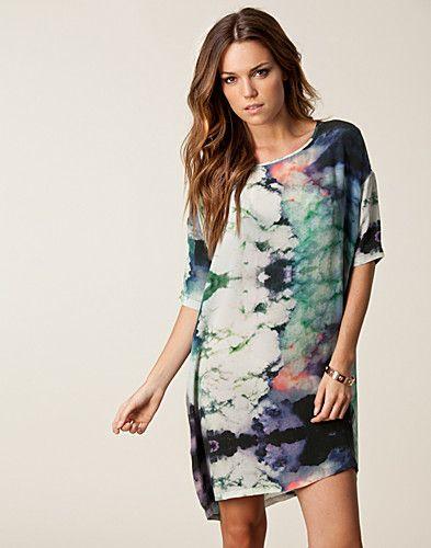 Storm & Marie Smoke Silk Dress - Nederdele på nettet