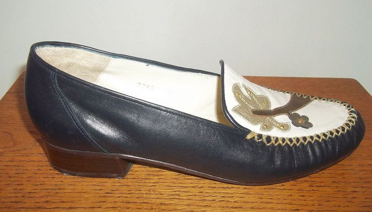 SORINA NAVY & CREAM 100% LEATHER SPANISH COURT SHOES SIZE 4 1/2 - HARDYLY WORN  #Sorina #CourtShoes #Evening