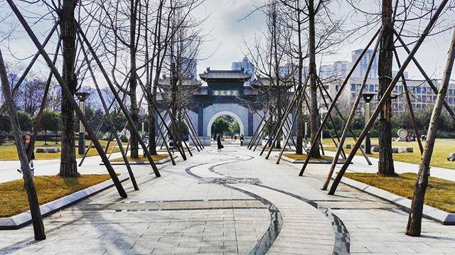New school . . . . #asia #china #sichuan #chengdu #school #SWUFE #university #chinesestyle #perspective #symetry #city #architecture #igersfrance #instatravel #travelgram #frenchtraveler by mpididi. instatravel #travelgram #city #architecture #school #igersfrance #university #asia #frenchtraveler #swufe #china #sichuan #perspective #chengdu #symetry #chinesestyle