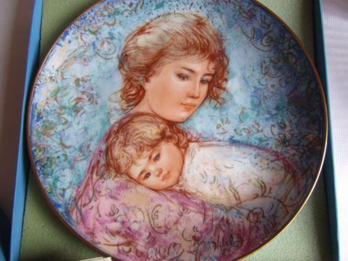 Edna Hibel Fine Bone China Mothers Day Plate 1984 Signed Boxed with Certificate