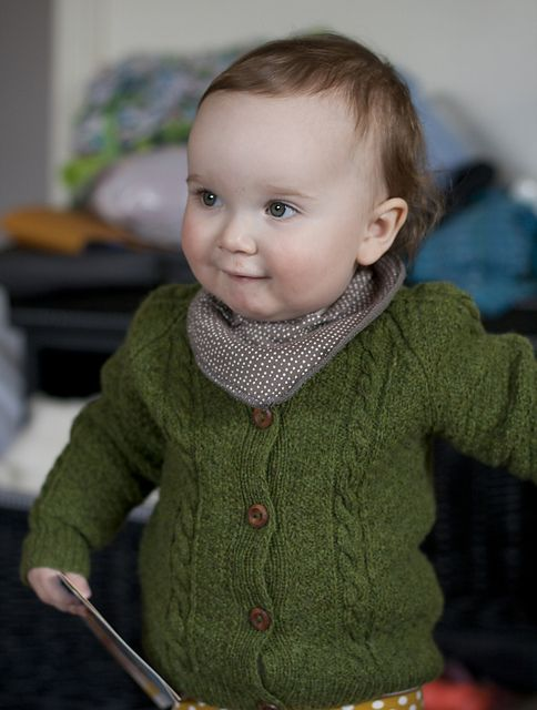 Ravelry: Hildeknit's Green moss I just love this little person , rockin' the perfect green sweater.