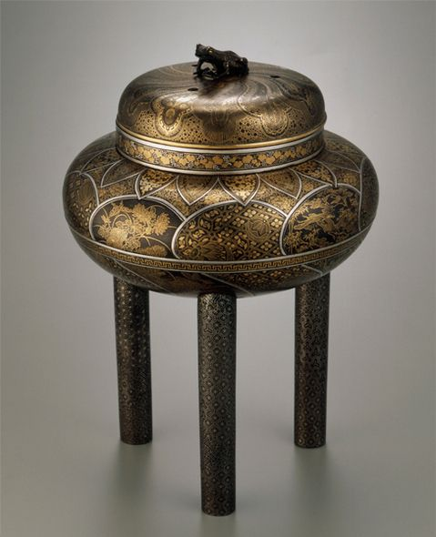 Metalwork incense burner by SHOAMI Katsuyoshi, Meiji period (1868-1912), Japan 正阿弥勝義