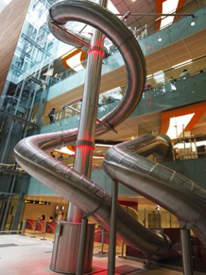 A tube slide at the Changi Airport. Didn't see this while we were there. I guess this means I have to go back!