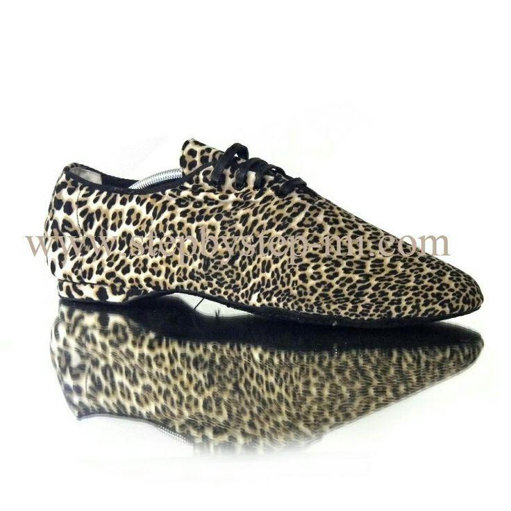 Scarpa jazz ultraflex in lycra leopardo, suola in bufalo flex  #stepbystep  #ballo #salsa #tango #kizomba #bachata #scarpedaballo #danceshoes  #cute #design #fashion #shopping #shoppingonline #glamour #glam #picoftheday #shoe #rhinestones #strass #style #tagsforlikes #instagood #instashoes  #latino #latin #leather #Black  #nero #handmade  #madeinitaly #jazz #pachanga #animalier #leo #leopard