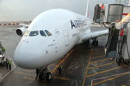 Air France сняла с рейсов 21 пассажира из-за указа Трампа http://mnogomerie.ru/2017/01/30/air-france-sniala-s-reisov-21-passajira-iz-za-ykaza-trampa/  Французская авиакомпания Air France отказала в перелете в США 21 пассажиру из стран с преимущественно мусульманским населением. Такие меры были приняты из-за нового указа президента Штатов Дональда Трампа. Об этом в понедельник, 30 января, сообщает агентство Associated Press. Представительница Air France рассказала, что компания получила от…