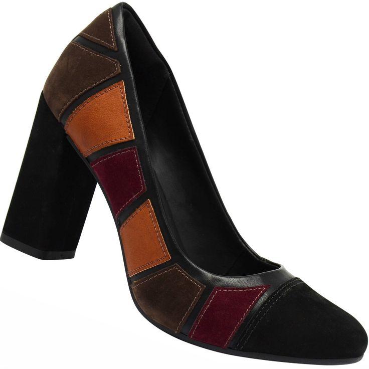 Sapato Scarpin Dakota -O Sapato Dakota estilo scarpin é produzido em couro natural, camurça e materiais nobres. O Salto mais robusto proporciona mais estabilidade ao caminhar. O solado é de borracha para maior segurança nas pisadas! Ideal para ocasiões especiais!   Decker Online!