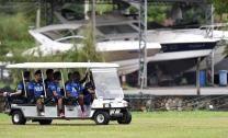 Los jugadores de la selección intaliana a su llegada al entrenamiento en Mangaratiba, Brasil . Italia se enfrentará a Inglaterra el próximo 14 de junio en su primer partido de la Copa del Mundo de fútbol de 2014. FOTO LPG/EFE
