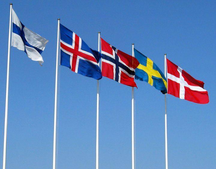De nordiske flagga. Fra venstre mot høyre: Finland, Island, Norge, Sverige og Danmark