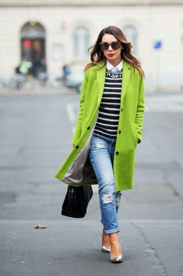 Outfit für den Herbst - Ein grüner Mantel sorgt für gute Laune