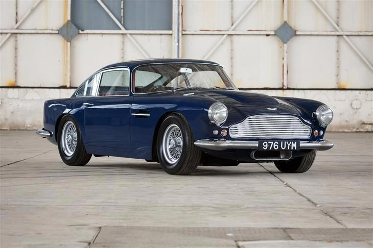 Classic 1960 Aston Martin Db4 For Sale In Oxfordshire With Classic Sports Car Sportwagen Autos Oldtimer