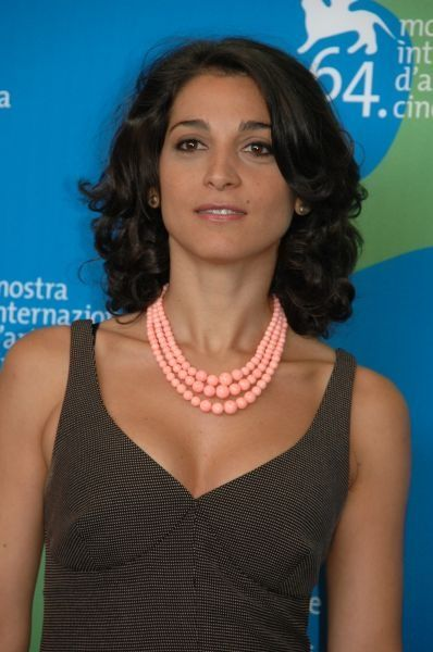 Donatella Finocchiaro (Catania, 1970), actress and writer. She has appeared in several films since 2002. Among them, Terraferma (2011), Angela (2002) and The Wedding Director, which was screened at the 2006 Cannes Film Festival. She is married to actor Bruno Torrisi.