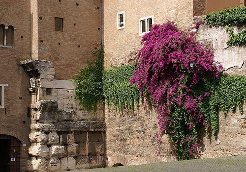 Rom, Santi Giovanni e Paolo, Reste des Tempel des Claudius (remains of the Temple of Claudius)