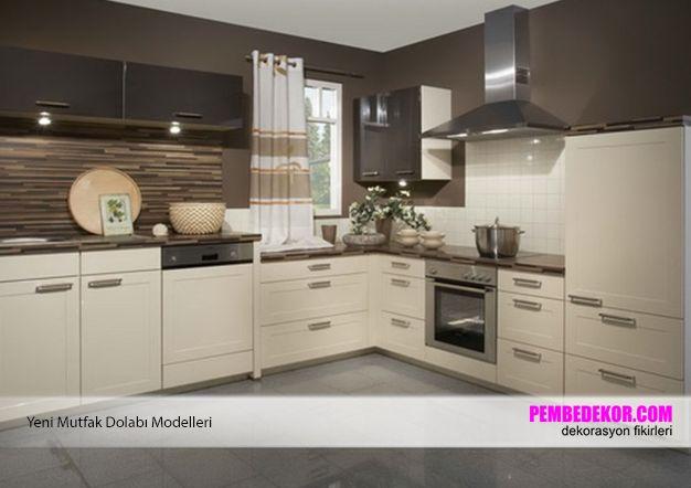Mutfak dekorasyonunda sadece beyaz renkleri değil, krem tonlarını da gönül rahatlığı ile kullanabilirsiniz. Krem rengi dolapları özellikle ahşap rengi ile ya da daha koyu renkler ile kombin