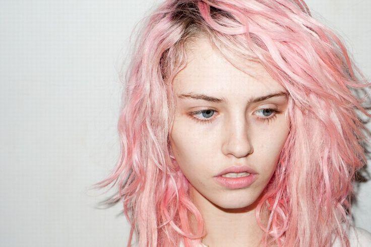 Risultati immagini per capelli rosa chiaro