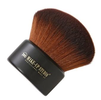 Make-up Studio Kabuki Brush Perfect gevormde, volle, stevige en superzachte Kabuki kwast. Ideaal voor het gelijkmatig verdelen van losse poeder of compact poeders zoals de Compact Powder Make-up, Powder Compact, Compact Earth Powder en Bronzing Powder Lumière.