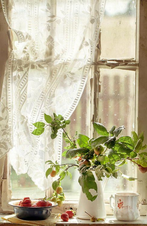 Wide windowsills… love those in the old homes!