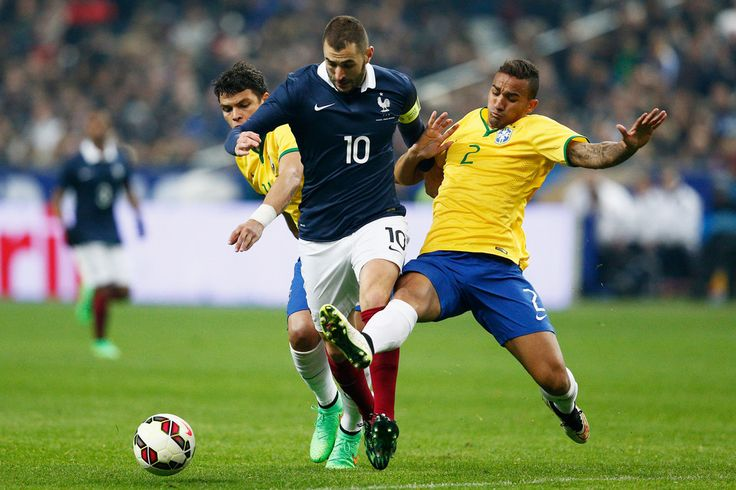 Karim Benzema of France battles for the ball with Danilo and Thiago Silva of Brazil during the International Friendly match between France and Brazil at the Stade de France on March 26, 2015 in Paris, France.