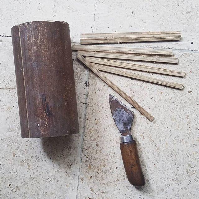 """""""Nambah Koleksi Pisau Raut""""  Alhamdullah, nambah 1 lagi koleksi #pisauraut ogut, pengasih dari bokap sohib ogut.  Makin semangat nih buat bikin #reed / #beater #bamboo untuk #alattenun #tradisional *** #knife #ayokreatif #karenaakuinginbisa #akupastibisa #amatitirumodifikasi"""